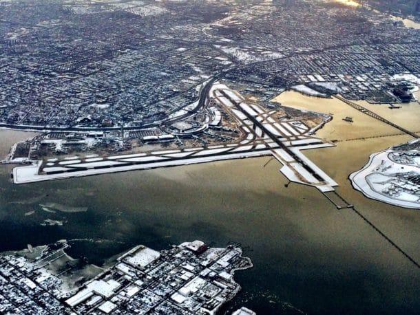 The crossing runways at LaGuardia (Credit: Jethead.com)