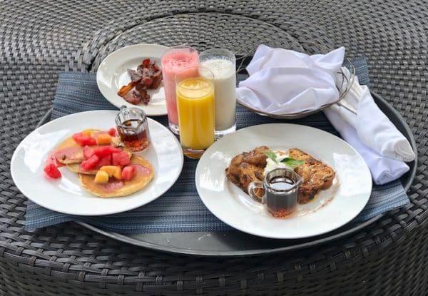 Breakfast outside villa 810